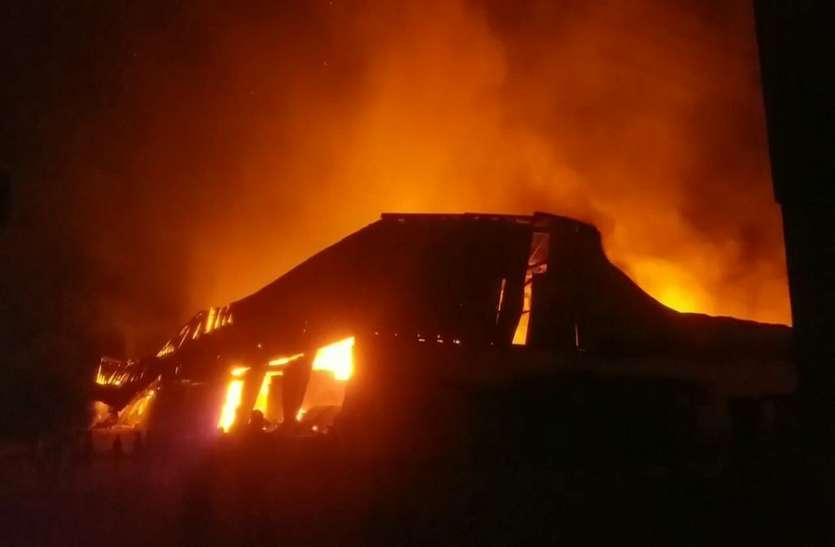भिवंडी के 18 गोदामों में लगी आग