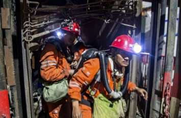मेघालयः खदान में फंसे 15 मजदूर बचाने में आई नई मुश्किल, पानी निकालने में फिर जुटा अग्निशमन दस्ता
