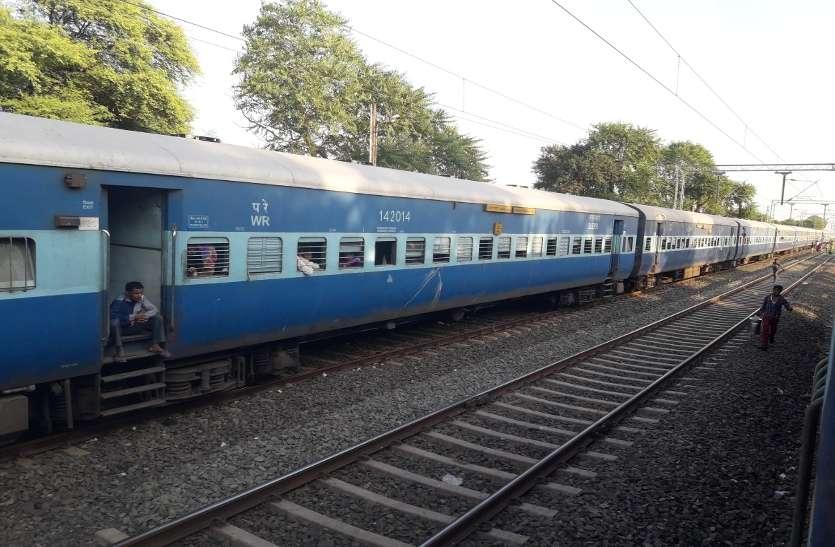 ट्रेनें रद्द होने से परेशान हुए यात्री, पांच घंटे का मेगा ब्लॉक