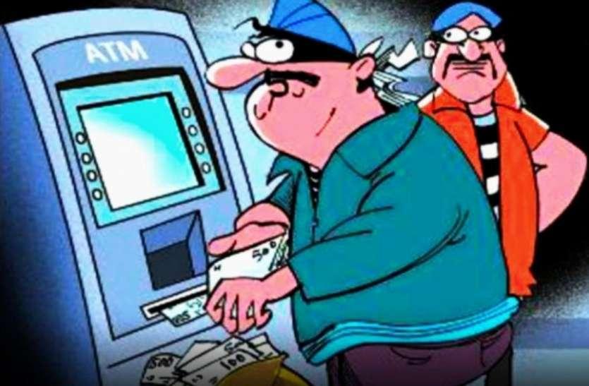 बैंक के एटीएम में इस तरह हुई चोरी, देखकर हर कोई रह गया हैरान