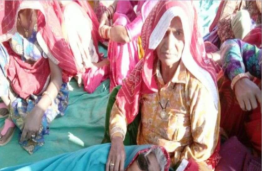 कुतुबपुरा में धरने पर बैठी दो महिलाओं की तबीयत बिगड़ी
