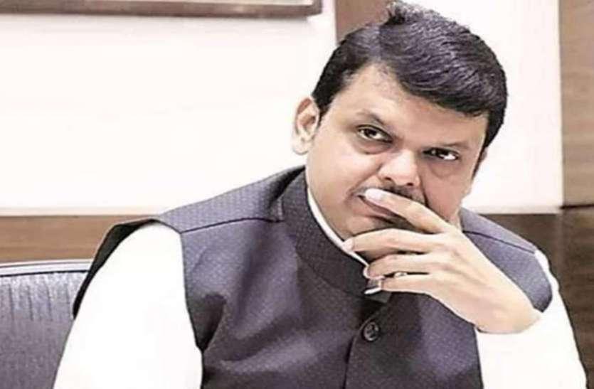 अधिकारी ने RTI के जवाब में दी गलत जानकारी, CM देवेंद्र फडणवीस ने किया सस्पेंड