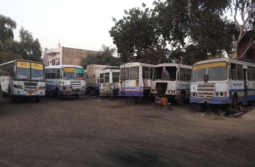 धौलपुर में दम तोड़ रही राजस्थान रोडवेज बस सेवा