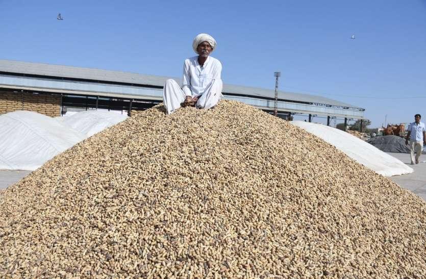 फसल का भुगतान नहीं मिलने पर किसानों में रोष