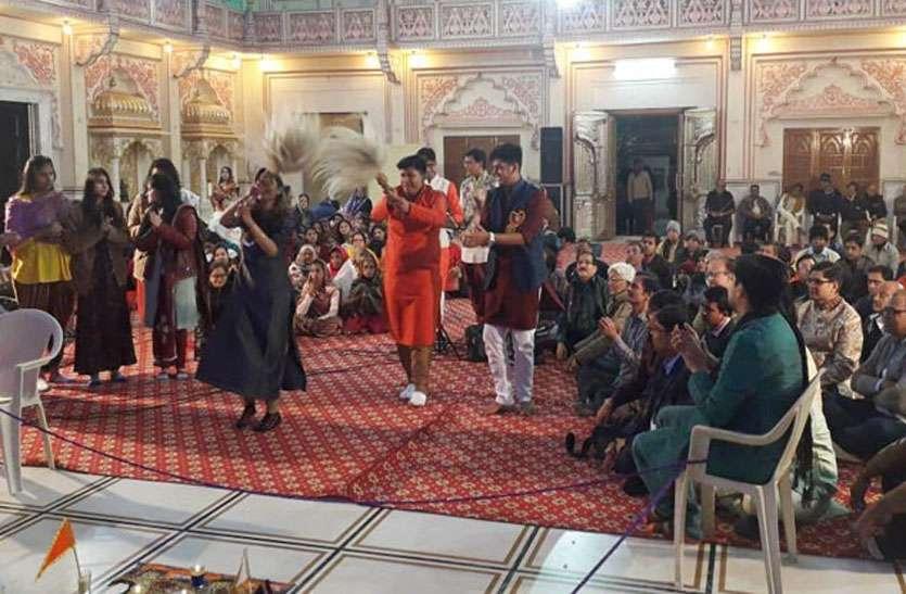 दादा गुरुदेव की बड़ी पूजा पर दादाबाड़ी मालपुरा में आयोजित भजन सध्या में देर रात तक जमे रहे श्रद्धालु