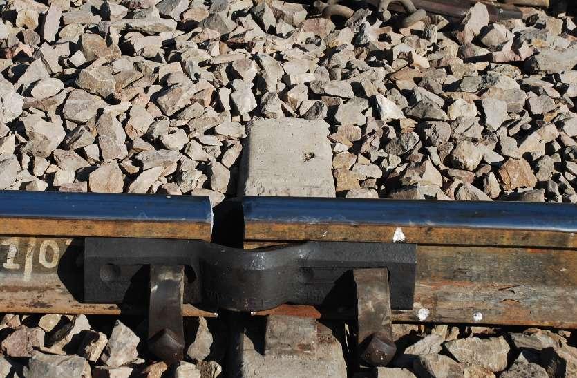 फ्रैक्चर रेलवे ट्रेक से तेज स्पीड में गुजरी सूर्यनगरी एक्सप्रेस, हादसा टला