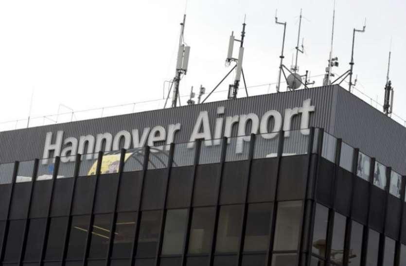 बर्लिन: नशे में चूर होकर एयरपोर्ट का गेट लांघा शख्स, रनवे पर कार लेकर पहुंचा, मचा हड़कंप