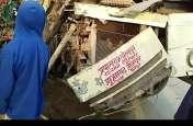 बस-ट्रक की भिड़ंत में डीडीयू के प्रोफेसर की मौत, दस घायल