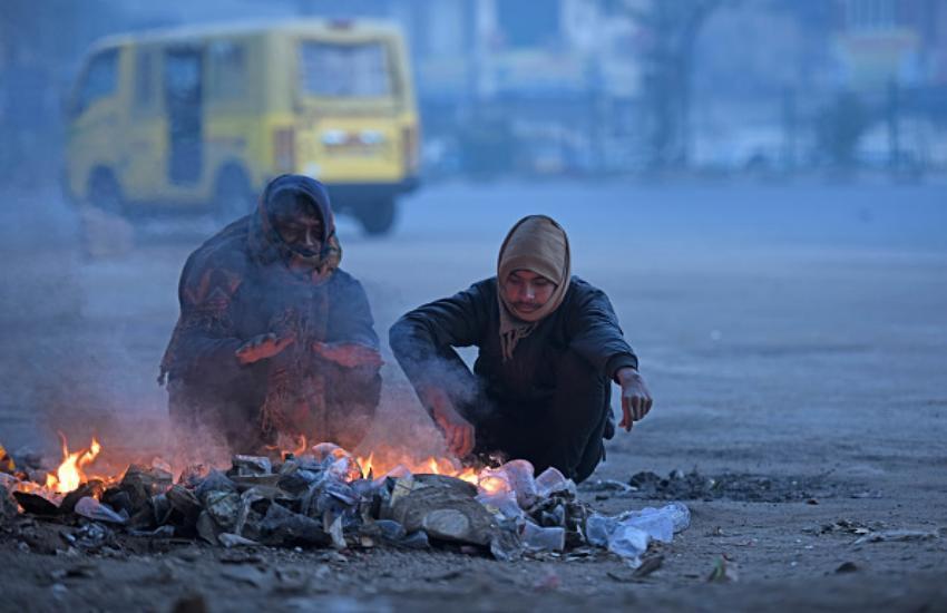 Cold Wave Conditions In North India - उत्तर भारत में सर्दी का सितम जारी, ठंड  से ठिठुर रहे हैं लोग | Patrika News