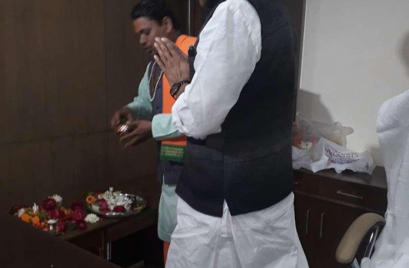 मुख्यमंत्री कमलनाथ की सीख को एक दिन में भूल गए सिंधिया समर्थक मंत्री