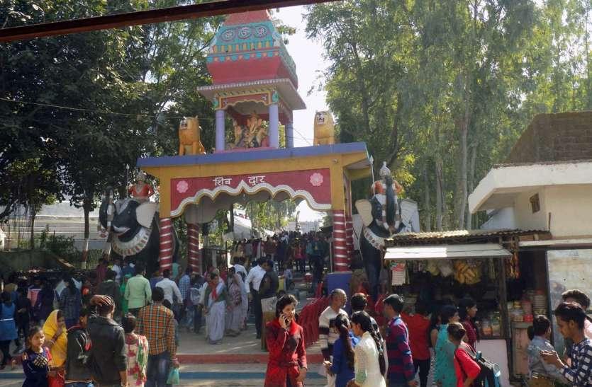 पूजा पाठ पिकनिक में बीता वर्ष का पहला दिन