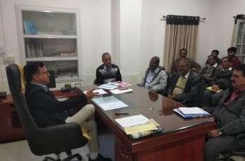 रिर्टनिंग अधिकारी एसडीएम वल्लभनगर ने ली निर्वाचन अधिकारियों की बैठक