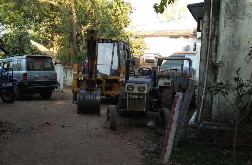 पुलिस ने जब्त किए हाइवा और जेसीबी, खनिज विभाग कब करेगा कार्रवाई
