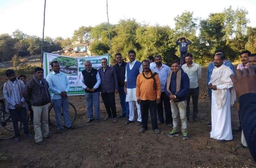 सूरजगांव और सिंहपुर बड़ा में हुआ पौधरोपण
