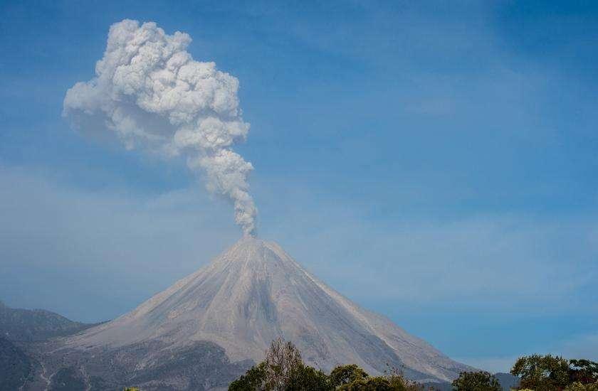 Five Dangerous Active Volcanoes In The World - इस ...