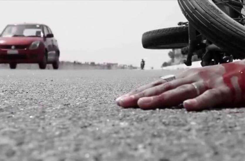 सड़क हादसे में दो युवकों की मृत्यु