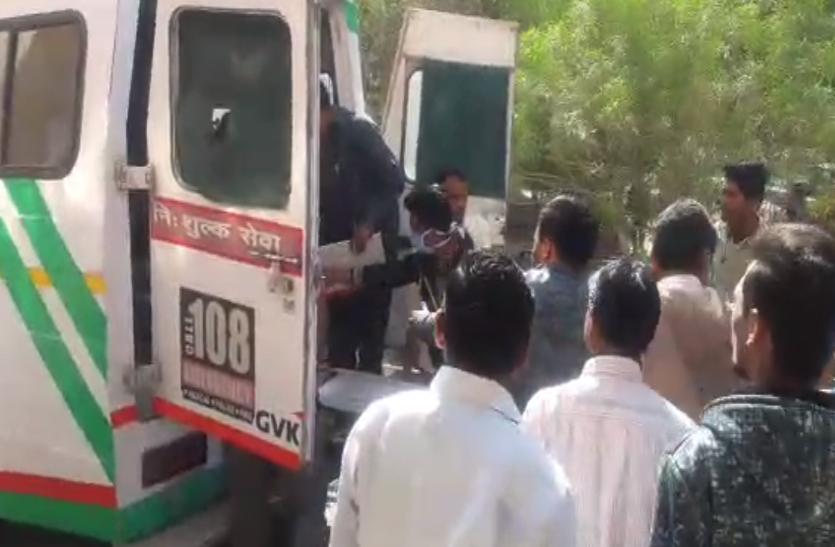 स्कूल परिसर में ट्रैक्टर सिखना पड़ा भारी, नीचे दबने से नाबालिग की थमी सांसे, एक घायल