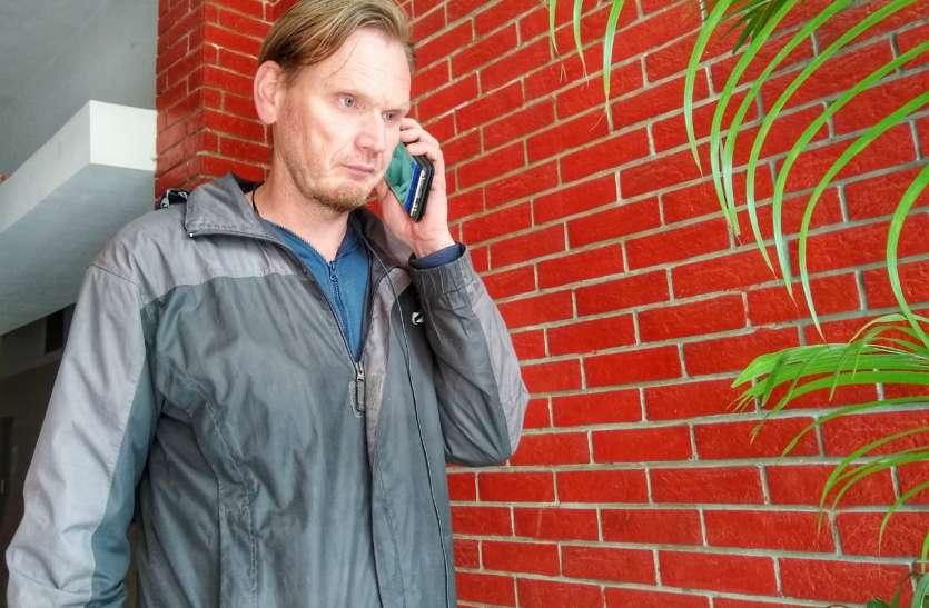 नीदरलैंड का रिचर्ड बरेली में झुमका नहीं, एक लड़की को ढूंढ रहा, पढ़िए दोस्ती की अद्भुत दास्तान