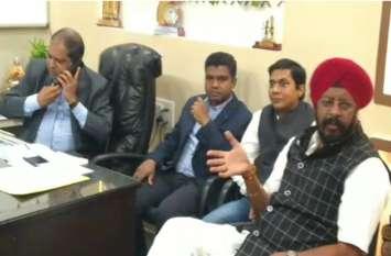 कांग्रेस विधायक कुलदीप जुनेजा ने अंबेडकर अस्पताल के डॉक्टरों के साथ की बैठक