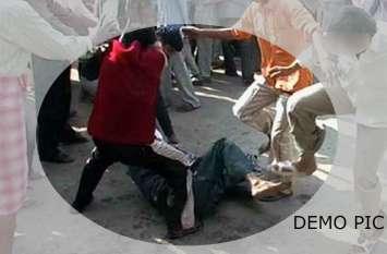 UP में अब इस जानवर से बाइक टकराने पर भीड़ ने दो मुस्लिम युवकों को बेरहमी से पीटा