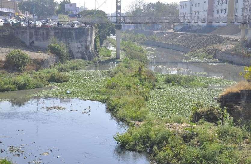 मंत्रीजी नदी सफाई कराओ...वरना आपके घर दूंगा धरना