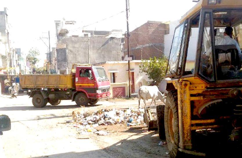 स्वच्छ भारत अभियान...कॉलोनियों में लगा रखे कचरा ढेर