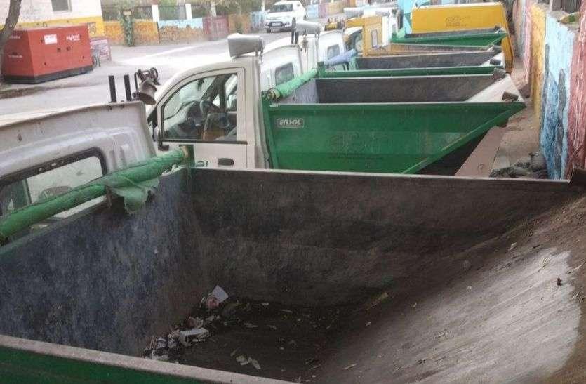 परिषद का फरमान, वसूलेगी जुर्माना, कचरा संग्रहण वाहनों में ही नहीं व्यवस्था, फिर कैसी कार्रवाई!