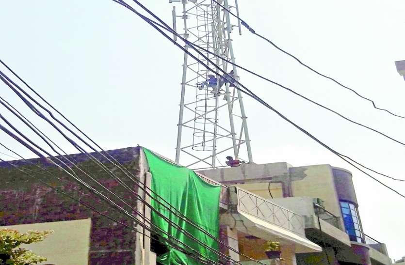 जर्जर इमारतों पर खड़ेे हैं मोबाइल टॉवर बन सकते हैं मुसीबत, रहवासियों में भय