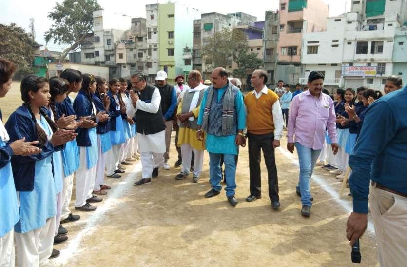 क्रिकेट में गांव की छोरियों ने मचाया धमाल, देखते रह गए लोग