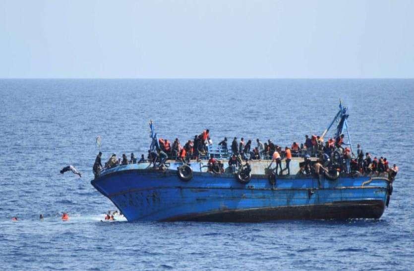 समुद्र के बीच फंसे थे सैकड़ों प्रवासी, नौसेना के जांबाजों ने बचाई जान