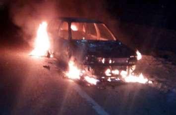 जयपुर-कोटा राष्ट्रीय राजमार्ग पर चलती कार में लगी आग, साथी के साथ चालक ने कूदकर बचाई जान