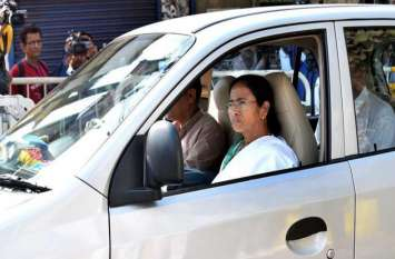 इस मामूली कार में चलती हैं पश्चिम बंगाल की CM ममता बनर्जी, पहनती हैं हवाई चप्पल और सूती साड़ी