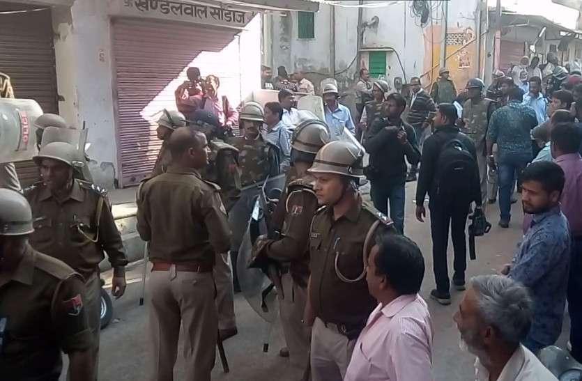 VIDEO: आपसी विवाद में दो जगहों पर पथराव, हालत काबू करने पहुंची पुलिस पर भी फेंके पत्थर