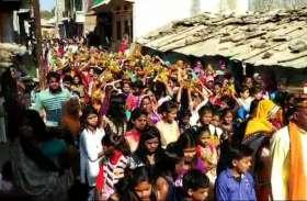 VIDEOS:कलश लेकर शामिल हुई युवतियां व महिलाएं