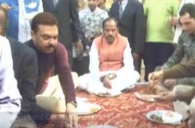 VIDEO: सीएम रघुबर दास ने आम लोगों के साथ मिलकर मनाया पिकनिक
