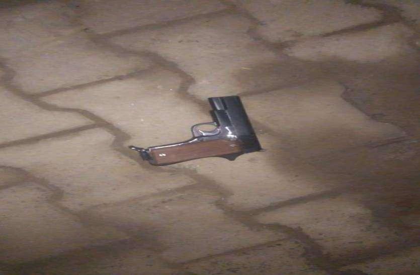 50 हजार के इनामी को पुलिस ने किया गिरफ्तार, मुठभेड़ में दो पुलिसकर्मी भी घायल