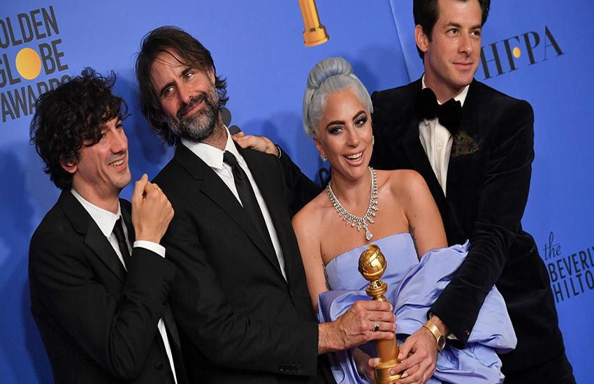 golden globes awards 2019: अवॉर्ड लेते हुए भावुक हुईं लेडी गागा और कैरल बर्नेट