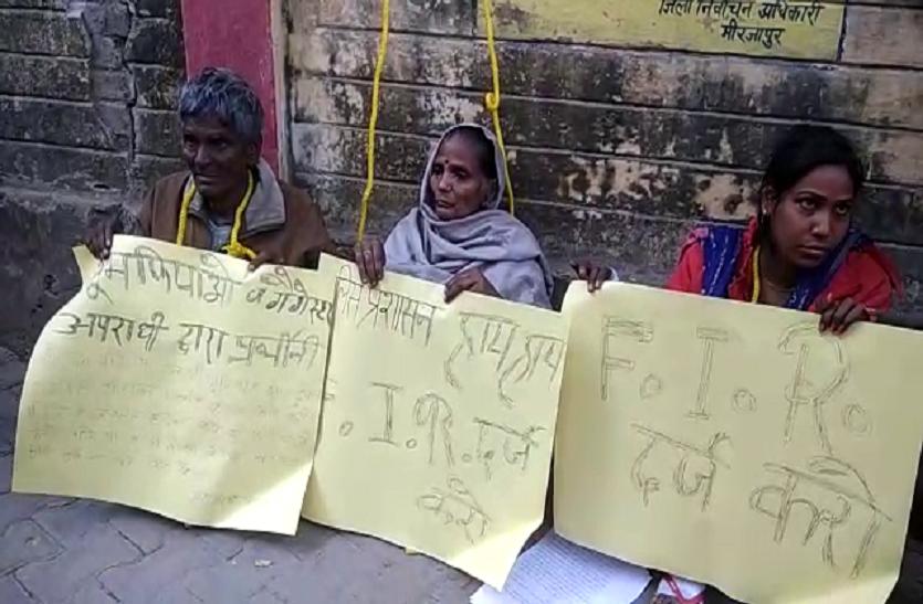 यूपी में गले में फंदा डालकर न्याय मांगने पहुंचा दलित परिवार, दबंगों ने दी है जान से मारने की धमकी