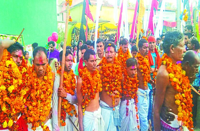 देवी-देवताओं के दर्शन करने उमड़ी भीड़, विधि-विधान से की गई पूजा