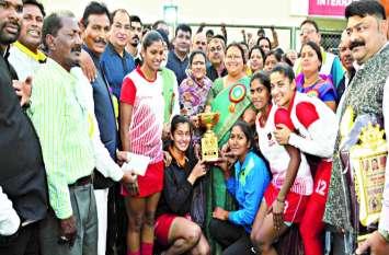 महंत राजा सर्वेश्वरदास स्मृति अखिल भारतीय हॉकी टूर्नामेंट , महिला वर्ग की चैंपियन बनी इंडियन रेलवे नई दिल्ली