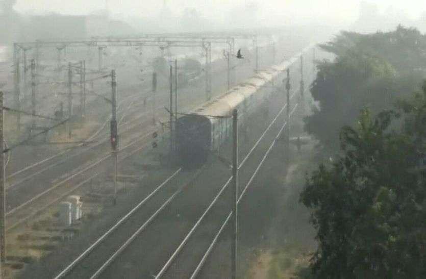 कोहरे की आगोश में शहर...सुबह 10 बजे तक धूप को तरसे लोग