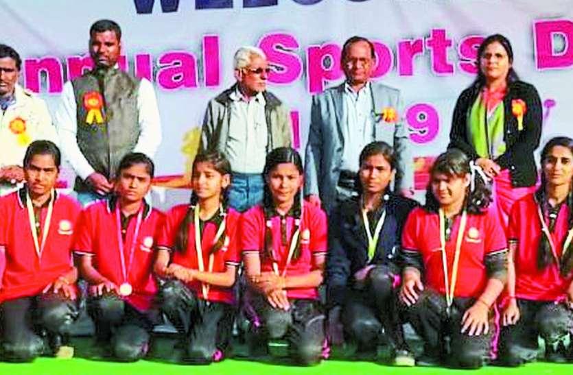 जिले के छत्रसाल स्टेडियम में विजेता खिलाडिय़ों को मिला पुरस्कार, खिले उठे चेहरे
