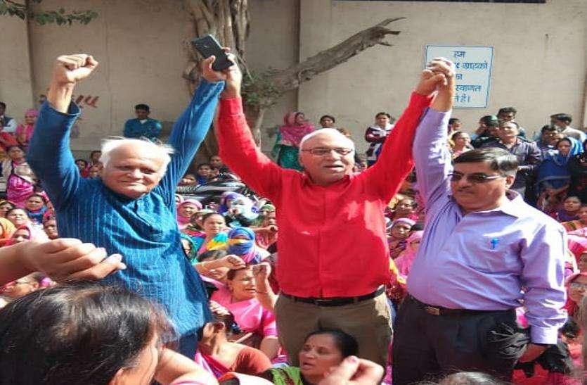 बैंक एवं इंस्योरेंस कर्मियों ने निकाली रैली