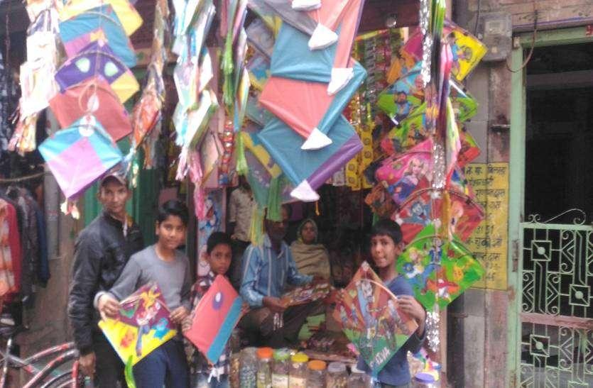 मोदी-राहुल छपी पतंगे भिड़ेगी आसमान में