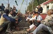 बड़ी खबर: किसानों ने रेलवे ट्रैक पर किया कब्ज़ा, किसानों के तेवर से योगी-मोदी सरकार में मचा हडकंप