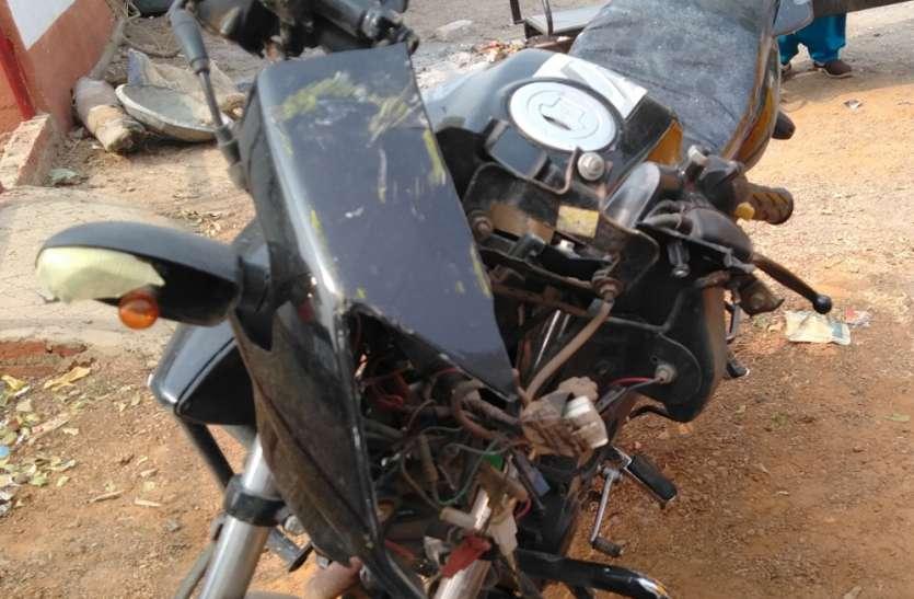 ट्रक ने इतनी जोरदार टक्कर मारी कि तड़प-तड़प कर चली गई बाइक सवार की जान