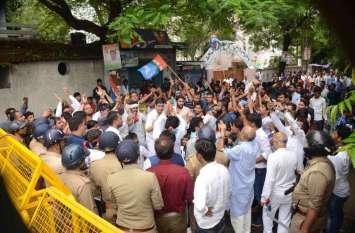 मोदी को चोर कह काले झंडे दिखाने वाले एनएसयूआइ कार्यकर्ताओं की हुई पिटाई,पांच गंभीर रूप से घायल