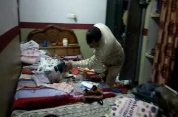 Video : अलवर में बदमाशों के हौसले बुलंद, दिन दहाड़े दो सूने मकानों में की लाखों की चोरी, मचा हडक़ंप