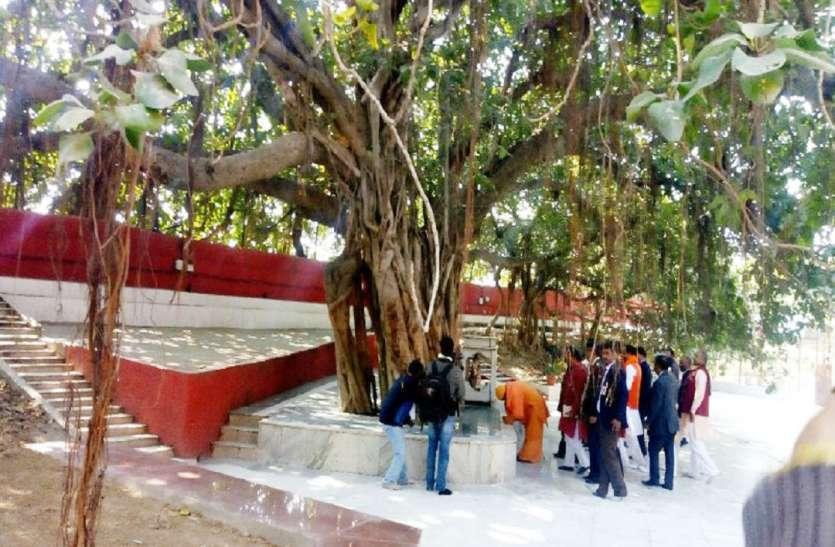 सीएम योगी ने खोला 400 साल से अकबर के किले में बंद अक्षयवट का प्रवेश द्वार