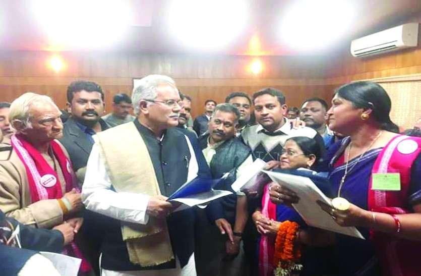 छत्तीसगढ़ी को स्कूली पढ़ाई का माध्यम बनाने की मांग उठी , CM भूपेश ने दिलाया भरोसा